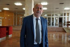 Daniel Rusnák (KDH). Návrh poslanca o zrušení súhlasného stanoviska mesta k výstavbe na Mieri neprešiel.