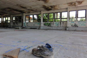 V opustenej budove kedysi robili plasty.