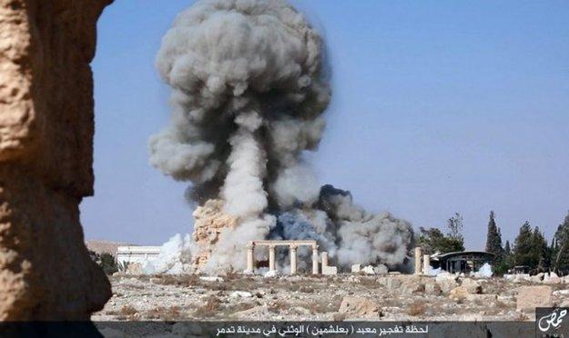 Zničený Chrám boha Balšamína v Palmýre.