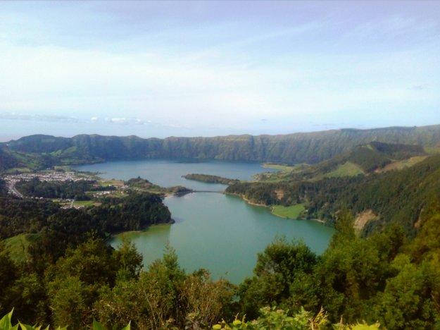Pohľad na Lagoa Azul aLagoa Verde