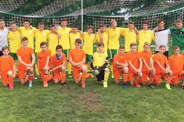 Starší žiaci (v žltom) sú druhým najlepším družstvom na Orave. Mladší (v oranžom) tretí.