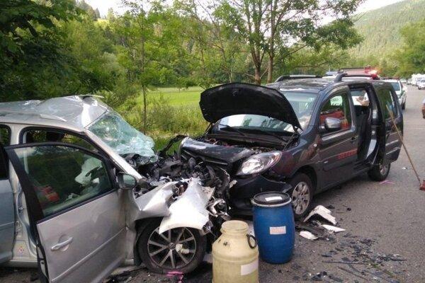 Nehoda sa stala na štátnej ceste I/59 v smere z Ružomberka do Banskej Bystrice.