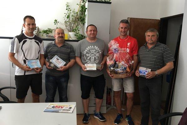 Najlepší tipéri hornej Nitry. Zľava: Branislav Arbet (tipoval na brata), Ladislav Boško, Juraj Čižnár, Luboš Lazár, Ľudovít Majdan.