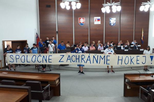 Vystúpenie martinských hokejových fanúšikov na rokovaní mestského zastupiteľstva otvorilo opäť diskusiu o podpore hokeja.