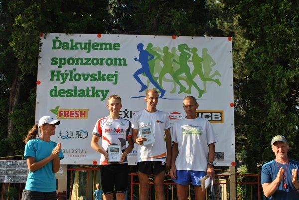 Najrýchlejší muži. Zľava Kraviansky (druhý), Sahajda (prvý) aBabjak (tretí).