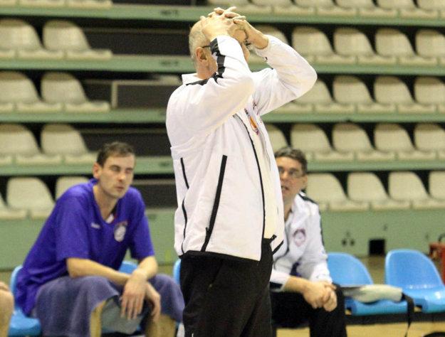 Tréner Ľubomír Urban nebude mať koho viesť v novej sezóne. Bude sa tak venovať iba tímu mladších žiakov, ktorom hrá jeho syn.