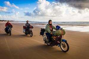 Marek Slobodník (vpredu) precestoval na motorke Afriku, Austráliu, Áziu aj Južnú Ameriku.