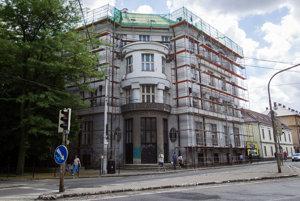 Pellegrini požiada, aby lekárske fakulty v Bratislave, Martine a Košiciach dodatočne prijali 185 nových študentov všeobecného lekárstva.