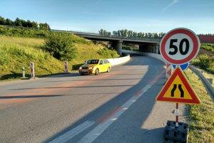 Zmeny aj pod diaľničným mostom. Obmedzenia sa dotýkajú aj cesty I. triedy do a z obce Budimír.