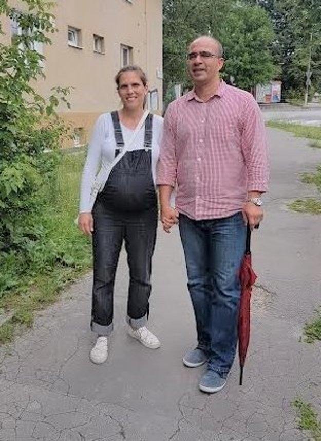 Mária Gáliková na prechádzke s manželom Romanom.
