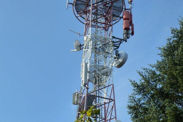 Vysielač na Bralovej skale nad obcou Sklené.