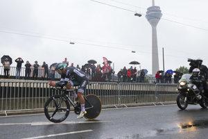 Sto štvrtý ročník Tour de France sa začal individuálnou časovkou na 14 kilometrov v nemeckom Düsseldorfe.