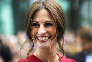 Najkrajšia žena sveta v roku 2017 Julia Roberts by podľa výsledkov prieskumu mala ukazovať pri úsmeve menej zubov.