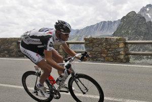 Jens Voigt v 100 kilometrovej rýchlosti zostupoval z pohoria. Po páde sa niekoľko minút nehýbal.