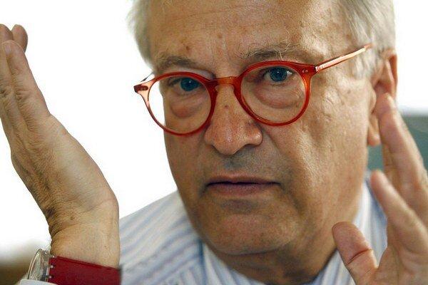 Potrebujeme takých, ako je Robert Fico, pretože je populárny a záleží mu nielen na Slovákoch, aleaj na osude Európy, hovorí Hannes Swoboda.