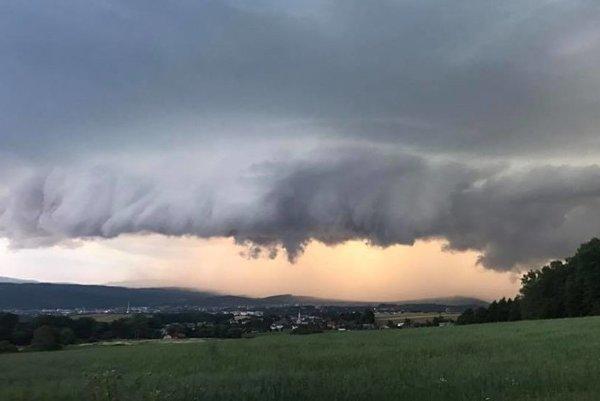 Búrkové mraky nad Prešovom.