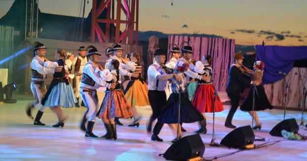 Folkloristi z Raslavičanu v akcii.