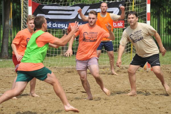 Sobotňajšie súboje najstaršieho turnaja v plážovej hádzanej na Slovensku.