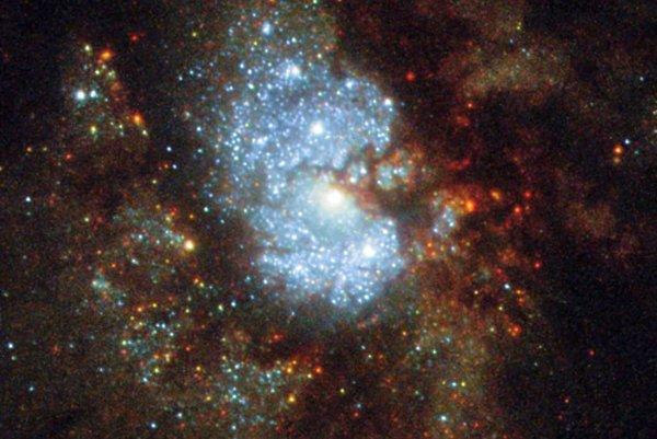 """IC 342 alebo """"skrytá galaxia"""" je galaxiou v súhvezdí Žirafa. Vzhľadom na jej polohu k Mliečnej ceste je jej pozorovanie náročné."""