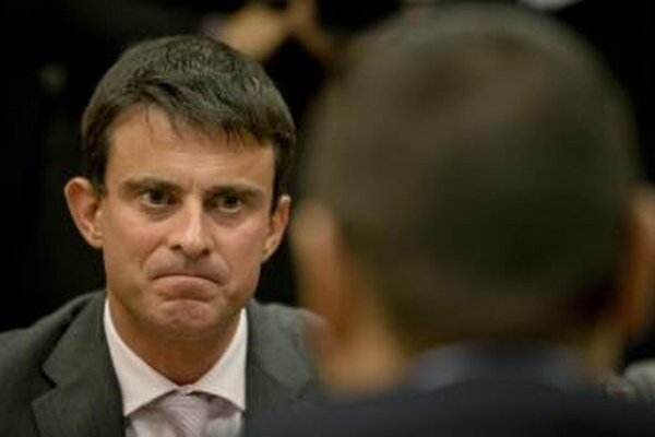 Manual Valls podporí v prezidentských voľbých Macrona.