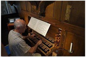 Jedným z koncertujúcich organistov bude Geraud  Guillemot.