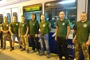 Kotlebovec s facebookovým profilom Pep Ko je súčasťou vlakových hliadok pod vedením poslanca Milana Mazureka z ĽSNS.