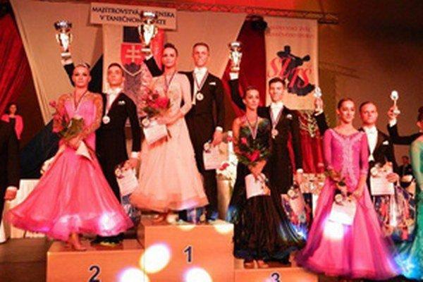 Na najvyššom stupni sú Lucia Centárová a Martin Šrámka.