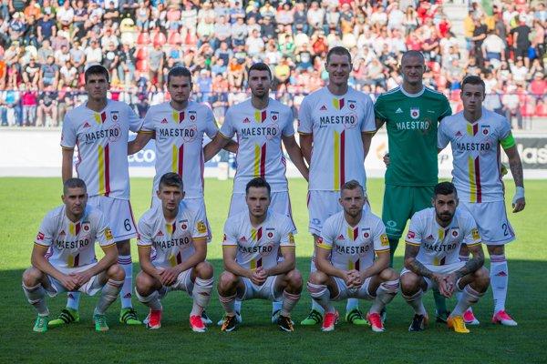 Na snímke futbalisti základnej zostavy MFK Ružomberok.
