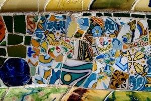 Gaudí zbožňoval farby, nepravidelné tvary a prírodné motívy.