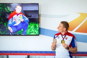 Slovenský šprintér Ján Volko počas tlačovej besedy Slovenského atletického zväzu (SAZ) po návrate z poľského Bydgoszcza.