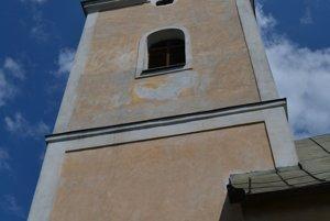 Veža rímskokatolíckeho kostola v Muránskej Dlhej Lúke pred nainštalovaním hodín.