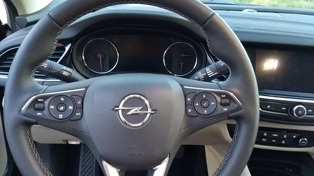 Palubovka je orientovaná smerom na vodiča.