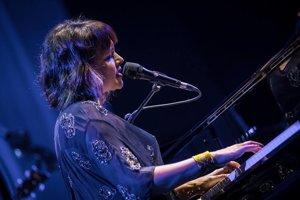 Norah Jones svoj koncert uzatvorila pesničkou z jej úspešného debutu Come Away With Me.