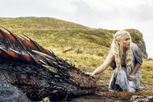 Game of Thrones. Daenerys Targaryen. Matka drakov.