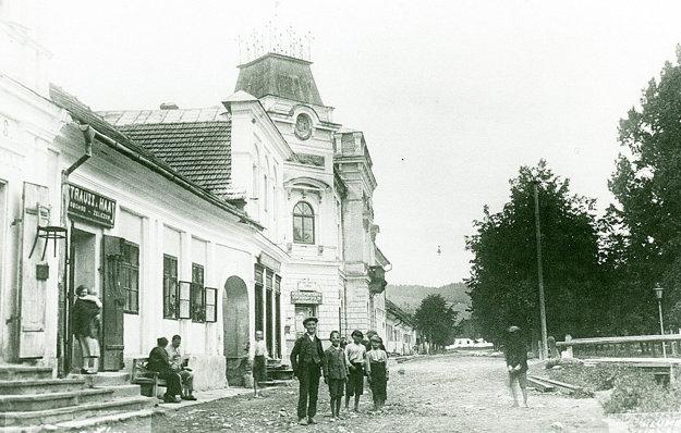 Historická fotka námestia aradnice zroku 1924.