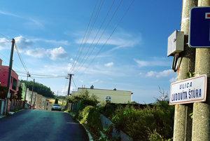 Väčšina vlastníkov sa dohodla, chcú mestu predať pozemky pod cestou po eure.