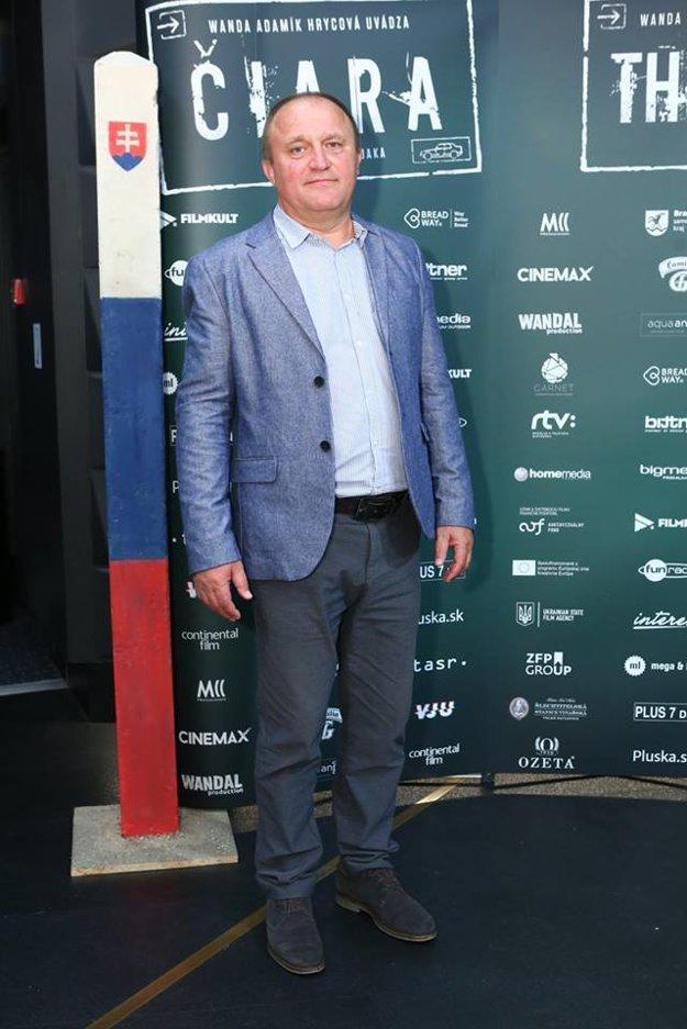 Vo filme hrá aj bača z reklamy. Eugen Libezňuk pochádza z Ukrajiny.