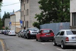 Platené parkovanie. Vranovskí poslanci konečne schválili chýbajú nariadenie.