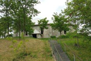Dlhodobo je plánom obce kostol zachrániť.