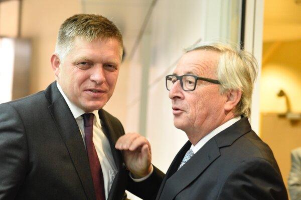 Premiér Fico (vľavo) a predseda Európskej komisie Jean-Claude Juncker pred rokovaním o dvojakej kvalite potravín.