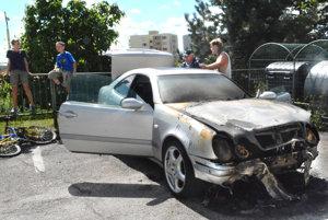 Zhorené auto. Zlyhala elektroinštalácia.