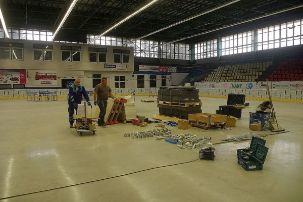 Práce na zimnom štadióne čoskoro skončia. Plocha sa dá využiť aj na iné športy ako ľadový hokej.