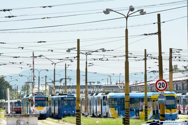 Dopravný podnik sa v rámci svojej činnosti stará aj o vlastné stĺpy i trakčné vedenie. Teraz mu pribudnú tisícky stožiarov v celom meste.