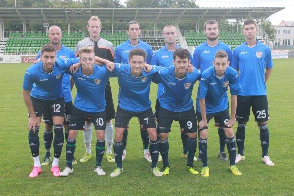 Základná zostava Rimavskej Soboty v prípravnom zápase so Salgótarjánom pred začiatkom sezóny.