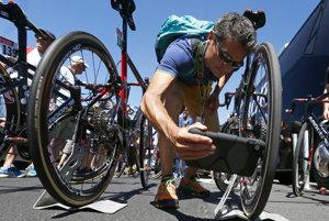 Na Tour de France hľadajú elektromotory aj špeciálnou tabletovou aplikáciou.