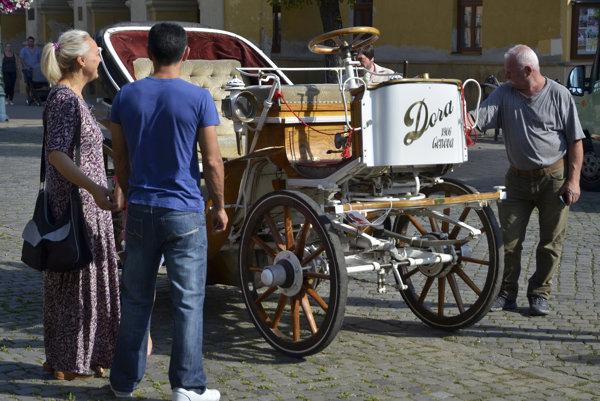 Elektromobil Dora z roku 1906.