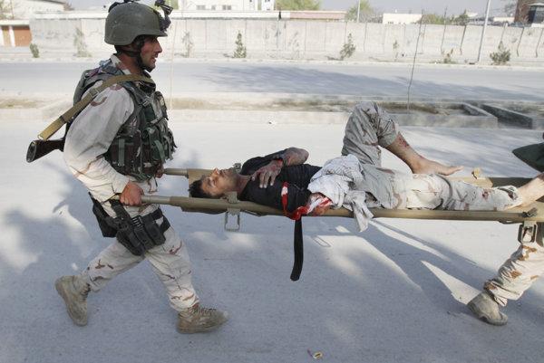 Zranený civilista po útoku Talibanu (ilustračná snímka).