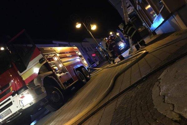 Zásah hasičov v reštaurácii na Dolnej ulici........