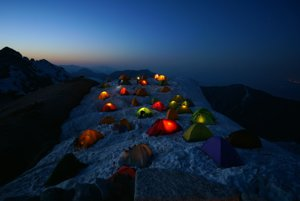Kategória Outdoorová fotografia: Stanový tábor na japonskej hore Mt.Tsubakuro-dake.