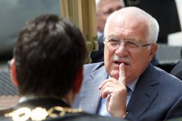 Prezident Václav Klaus nechal legislatívu prejsť bez svojho podpisu.